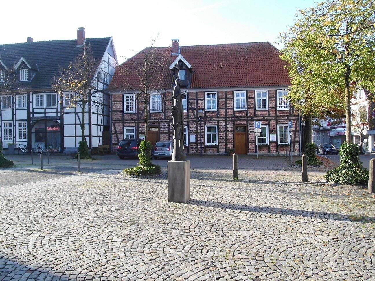 Frontansicht Kirchplatz