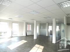 großes Büro 2.JPG